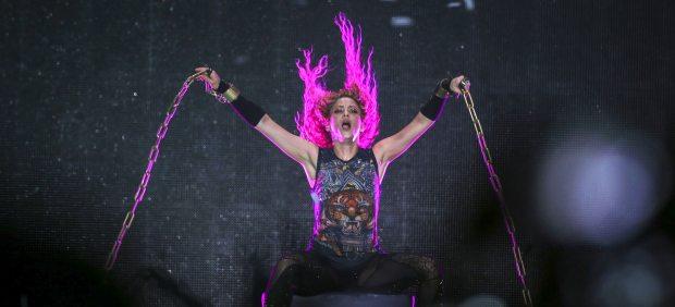 Shakira encadenada