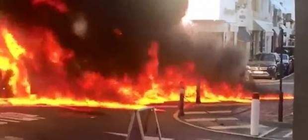 Un coche en llamas provoca el pánico en Puerto Banús