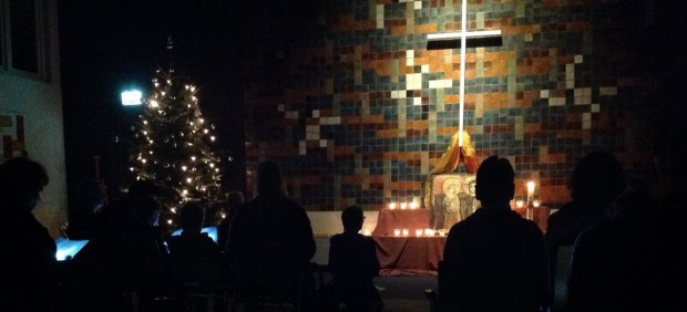 Celebración religiosa en la iglesia holandesa donde están ayudando a los refugiados en las pasadas Navidades.