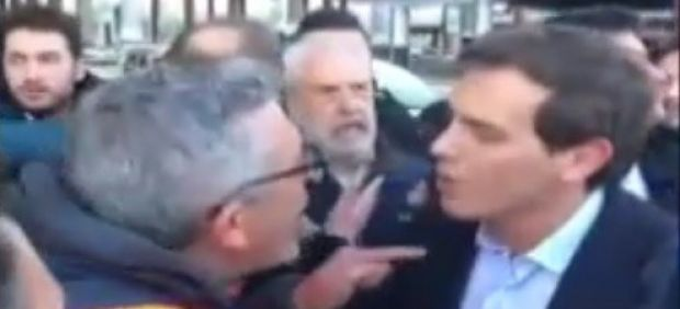 Los taxistas abuchean a Albert Rivera en Atocha
