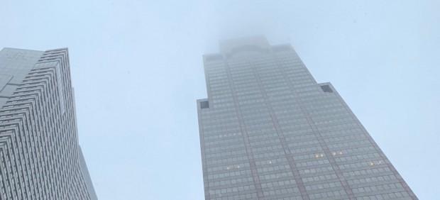 Un helicóptero se estrella en Manhattan.