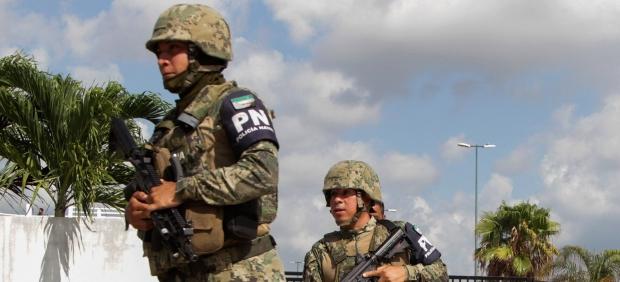 Policía y ejército en Cancún