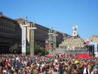 Cerca de 200.000 personas participan durante esta mañana en la Ofrenda de Flores de la Virgen del Pilar