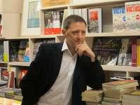 El escritor Ignacio Martínez de Pisón participa en Villamayor y en la capital en charlas con sus lectores