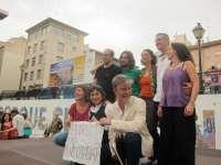 Varios cientos de personas arropan a Santisteve a su entrada al Ayuntamiento para ser investido alcalde