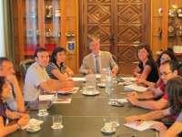Los concejales de ZEC cobrarán 3,5 veces el SMI y negociarán reducir sueldos y asesores con el resto de grupos
