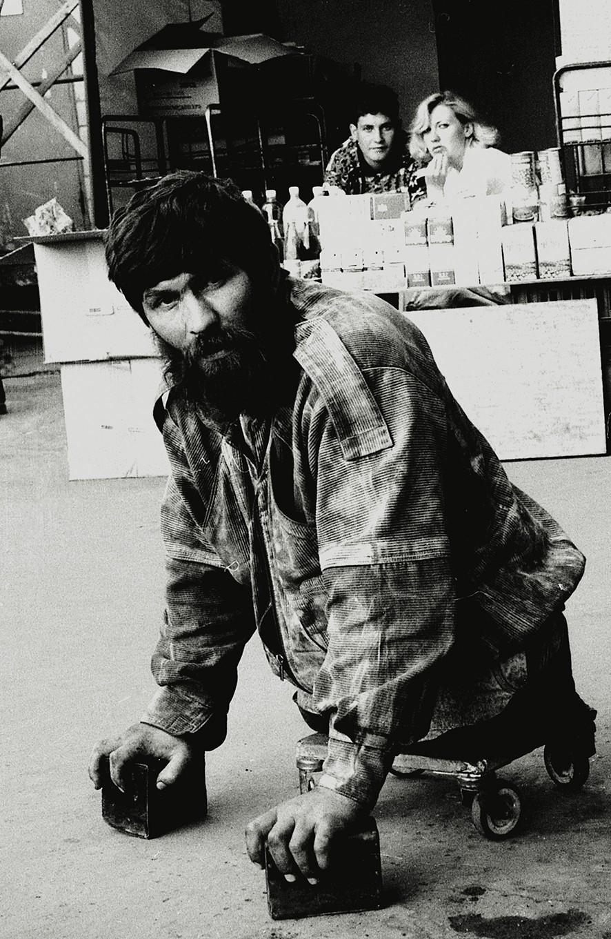 Un hombre sin piernas en las calles de Moscú