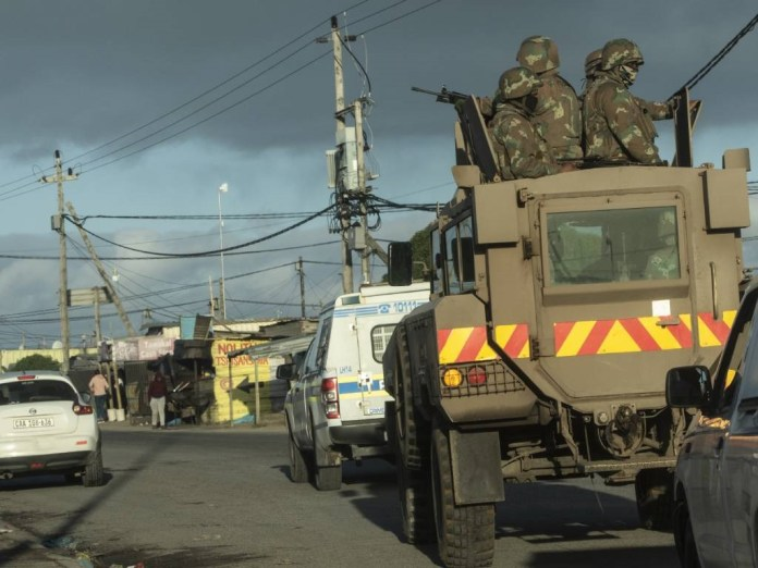 Soldiers from SANDF with the South African Police