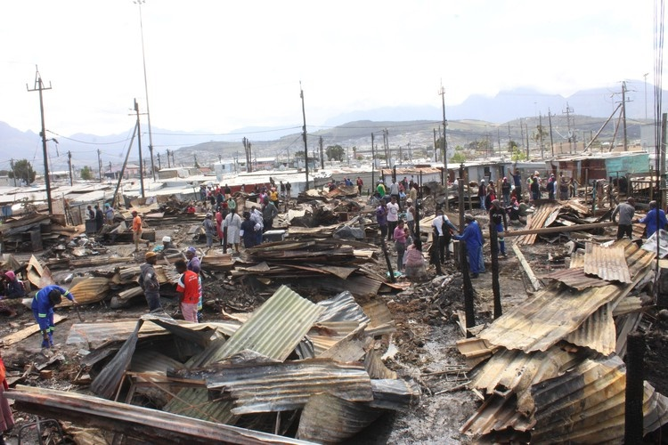 More than 900 left homeless in S. Africa after fire burns their shacks