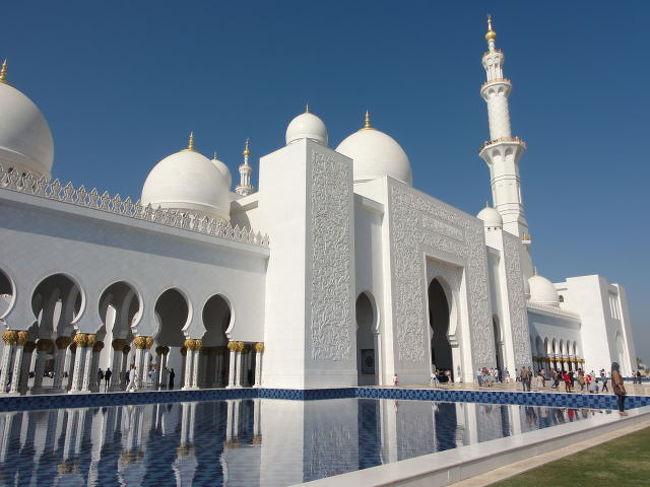 『UAE 世界一ゴージャスなアブダビの宗教建築。シェイク ザィード モスク 2011冬』アブダビ(アラブ首長國 ...