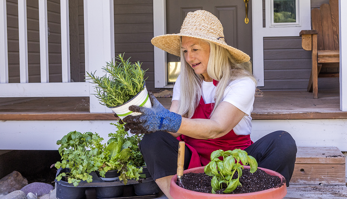 1140 gardening from home.imgcache.revf14eaec108ae51ea8f1171027236e1d3 - HEALTH AND FITNESS
