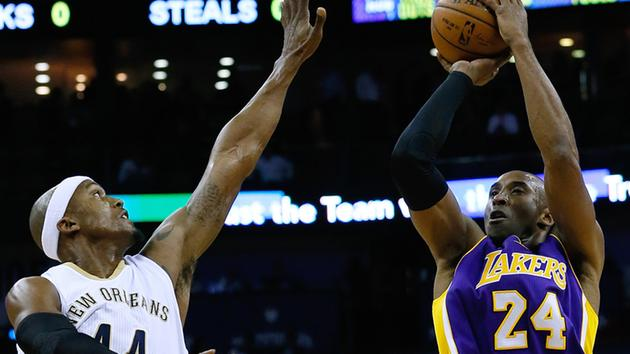 Los Angeles Lakers guard Kobe Bryant (24) shoots over New Orleans Pelicans forward Dante Cunningham.