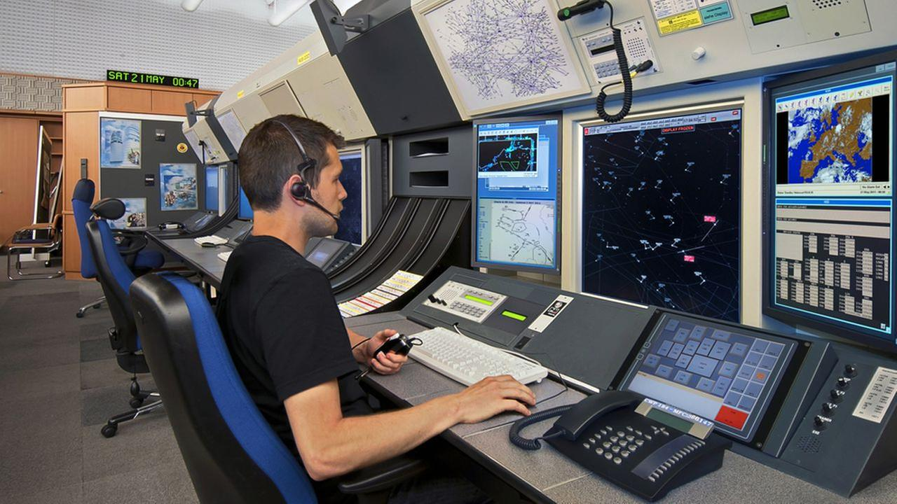 FAA to hire 1400 air traffic controllers for highpaying jobs  abc7nycom