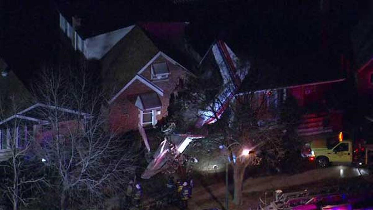 Small plane crashes into Chicago home 1 killed  abc7com