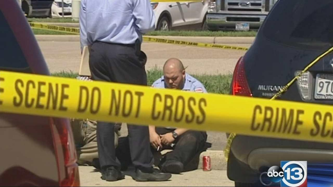 Armored car driver critically wounded in shootout with suspects outside Chase bank in northeast