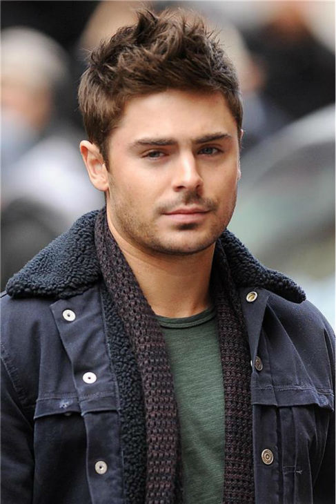 Zac Efron Films 'That Awkward Moment' In New York &#40