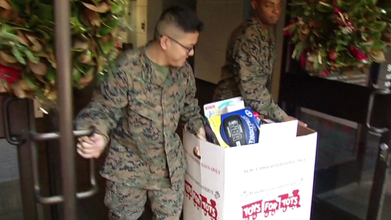 Marines Pick Up Toys At Abc7 For Toys For Tots Program