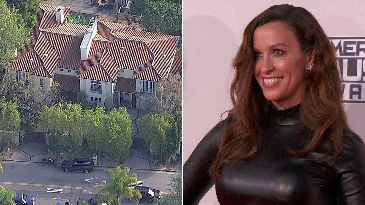 Alanis Morissette S La Home Robbed Of 2 Million In