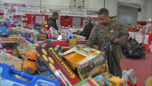 Toys For Tots Returns To Chicago Marines Help Kick Off