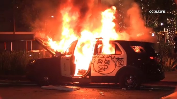 More than 500 arrested, 5 LAPD officers hurt amid protests in downtown Los Angeles over George Floyd death - ABC7 Los Angeles