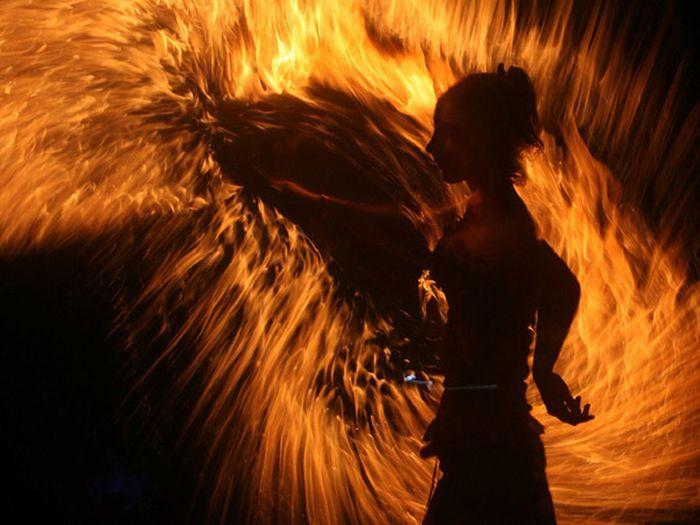 https://i0.wp.com/cdn.acidcow.com/pics/20100129/fire_dance_06.jpg