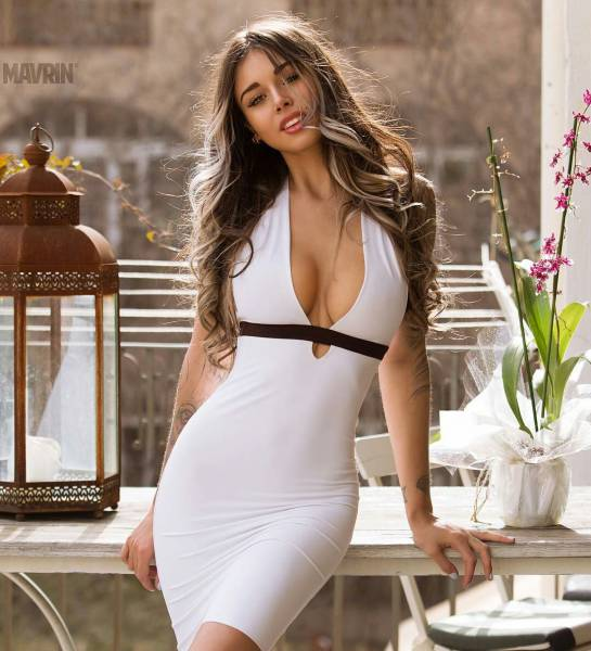 Sexy Ladies Wrapped Up In Tempting Tight Dresses (57 pics)