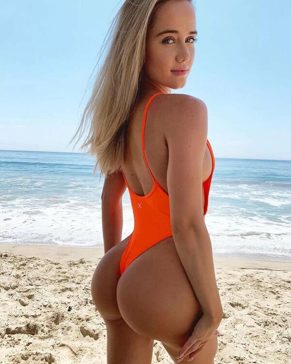 Girls In Swimsuits (53 pics)