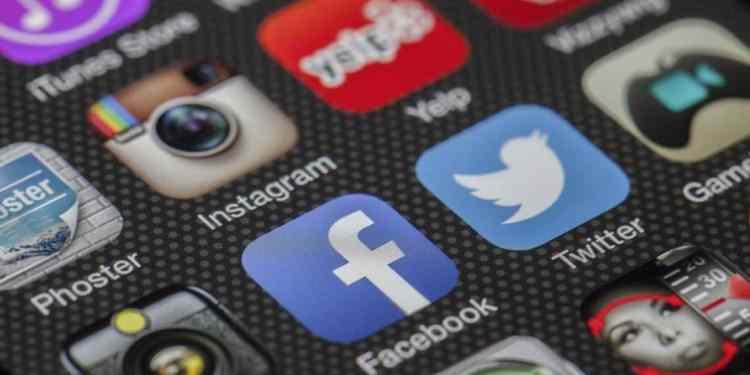 A selection of popular mobile apps (Image Credits: LoboStudioHamburg / Pixabay)