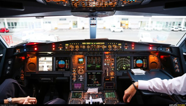 Cockpit Airbus A340 600 Landing - Year of Clean Water