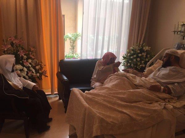 وزير الشؤون الإسلامية يزور الشيخ عائض القرني