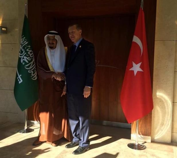 بالصور.. أردوغان يستقبل خادم الحرمين الشريفين ويقيم مأدبة غداء تكريما له