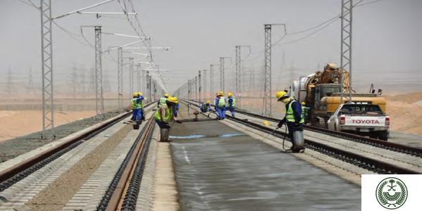 جانب من أعمال إنشاء الخط الحديدي في قطار الحرمين