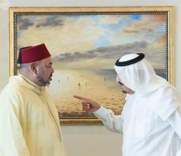 خادم الحرمين يستقبل ملك المغرب في مقر إقامته بطنجة