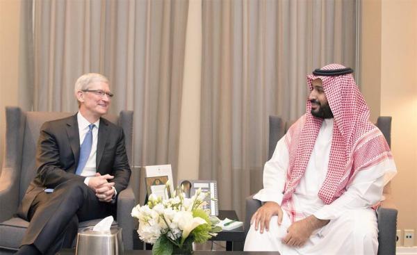 """محمد بن سلمان يلتقي رئيس """"آبل"""" ويحضر حلقة نقاش مع عدد من رواد الابتكار في أمريكا"""