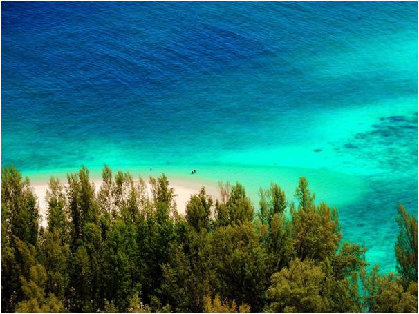 """تمتد الجزيرة التايلاندية كو أدانغ على مساحة 30 كيلومترا، وتقع داخل الحديقة البحرية الوطنية """"Tarutao""""، وتحتوي على تلال وشعاب مر"""