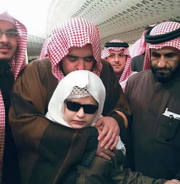 تكرم طفل كفيف حافظ للقرآن