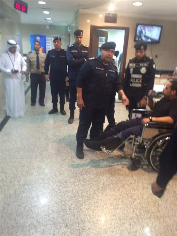 شاب يدهس رجل أمن ويصيب 5 آخرين في الكويت