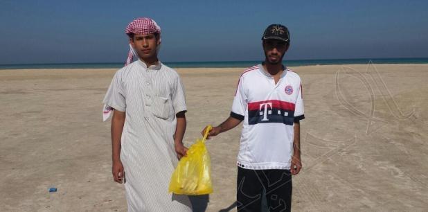 """بالصور.. أسرة تستعين بحرس الحدود للتخلص من """"طلاسم سحرية"""" عثرت عليها بشاطئ العقير"""