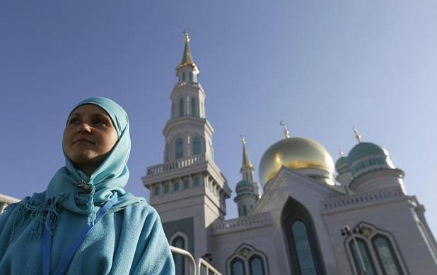 الرئيس الروسي يفتتح جامع موسكو الكبير