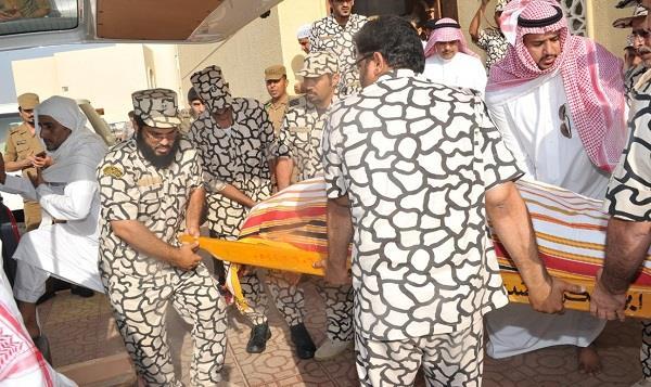 بالصور.. وكيل إمارة جازان للشؤون الأمنية يؤدي صلاة الميت على شهيد الواجب بن محاسن