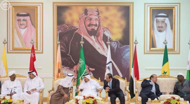 خادم الحرمين يقيم مأدبة غداء في مدينة الملك خالد العسكرية