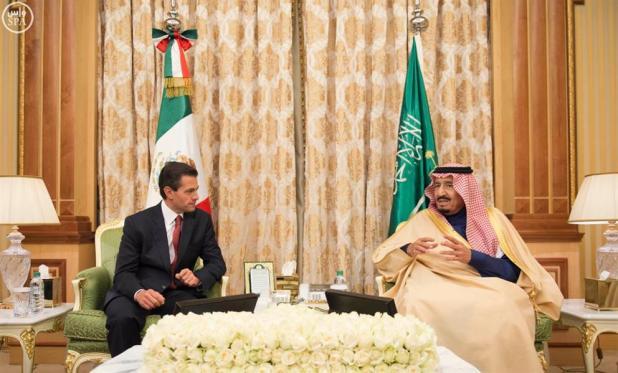خادم الحرمين يقلد الرئيس المكسيكي قلادة الملك عبدالعزيز ويتقلد وسام نسر الأزتيك