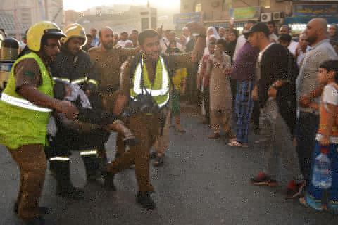 إصابة 18 شخصًا في حريق هائل بفندق في العاصمة المقدسة