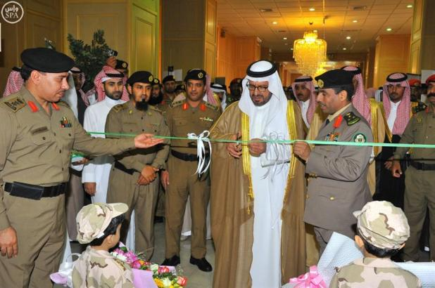 أمير منطقة حائل يدشن الزي الجديد للدوريات الأمنية ويفتتح المعرض التوعوي لأسبوع المرور الخليجي