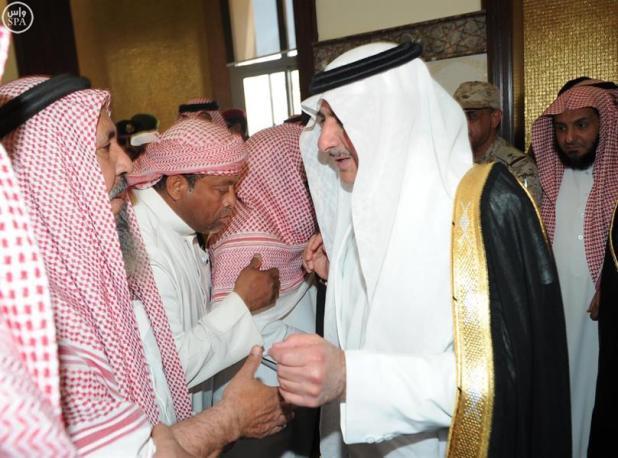 أمير منطقة تبوك يؤدي صلاة الميت على ثلاثة من شهداء الواجب