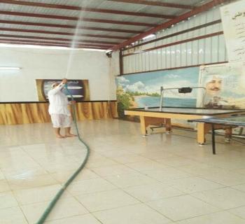 بالصور.. معلمون بعسير ينظفون مدرستهم بأنفسهم استعداداً للعام الدراسي الجديد
