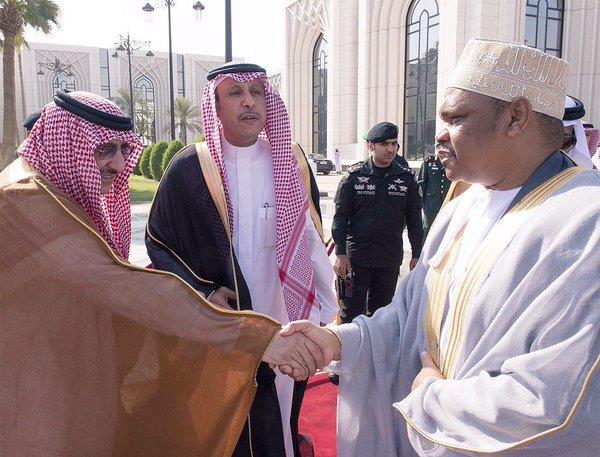 خادم الحرمين يستقبل رئيس جمهورية القمر المتحدة ويقيم له مأدبة غداء تكريمية