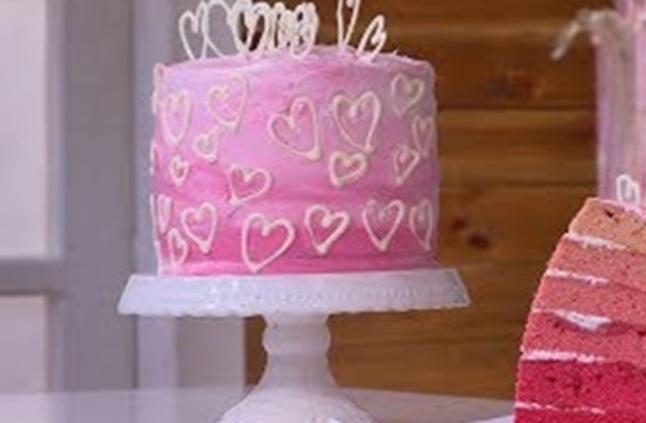 فى عيد الحب إليك طريقة تورتة الفلانتين للشيف سـالي فؤاد توك شو