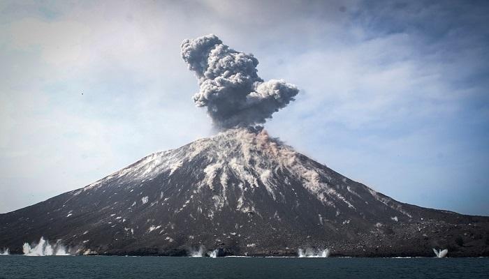 البراكين غضب الطبيعة الكامن انفجار كراكاتوا بلغ قوة 10