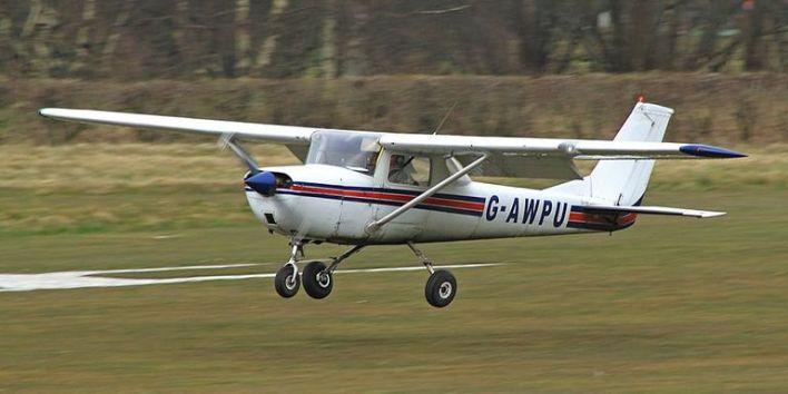إحدى طائرات سيسنا من الطراز القديم